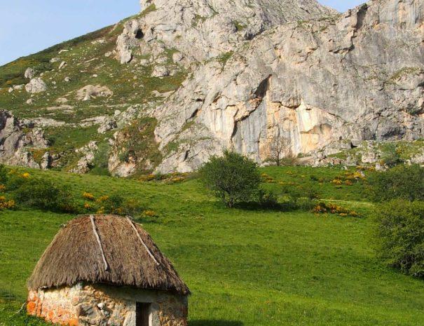 Somiedo-cabana-lago-Wilextours